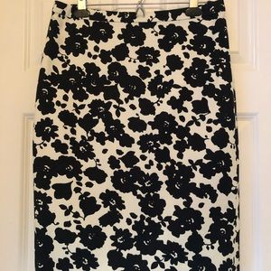 LOFT black/white flowered pencil skirt Size 6